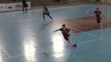 Mogi Futsal goleia o Hortolândia e fica a uma vitória da segunda fase da Liga Paulista - Time mogiano faz 4 a 0 na primeira etapa, ganha partida por 5 a 2 e abre quatro pontos de vantagem dentro da zona de classificação. Lanterna, Hortolândia segue sem vencer no torneio.
