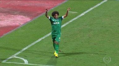 Série B: Goiás vence vice-líder CSA e entra no G-4 - Rodada também teve vitória do Boa Esporte no finalzinho do jogo contra o Londrina e empate sem gols entre Coritiba e Sampaio Corrêa.