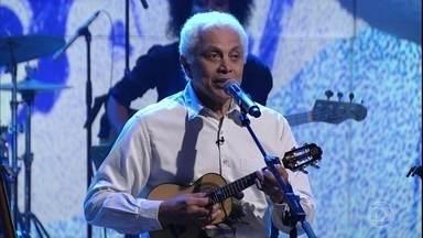 Paulinho da Viola canta 'Timoneiro' - Paulinho da Viola abre o 'Conversa com Bial'