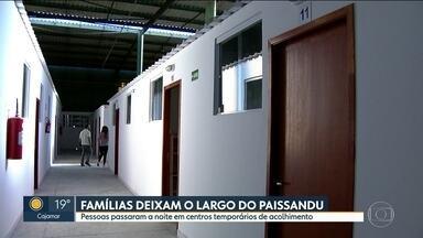 Famílias deixam o Largo do Paissandu - Famílias que estavam acampadas no Largo do Paissandu foram encaminhadas para abrigos da prefeitura.