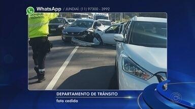 Acidente entre veículos deixa uma pessoa ferida em Jundiaí - Um acidente envolvendo quatro carros deixou uma pessoa ferida na manhã desta terça-feira (14), no Bairro Vila Marlene em Jundiaí (SP).