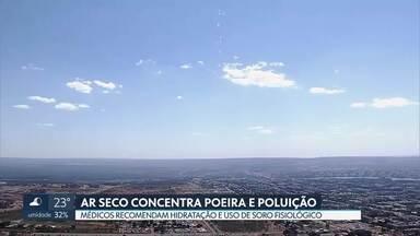 Ar seco faz qualidade do ar no DF diminuir - De acordo com o Instituto Brasília Ambiental, sem umidade, a dispersão de poluentes fica prejudicada. Médicos recomendam o uso de soro fisiológico para evitar os problemas respiratórios.