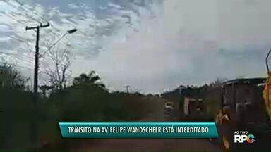 Trânsito na Avenida Felipe Wandscheer é interditado para etapa de obra - Previsão é que o transtorno seja rápido.