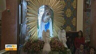 Basílica de Araras, SP, recebe 600 fieis em celebração especial pela Festa da Padroeira - Moradores católicos são devotos de Nossa Senhora do Patrocínio.