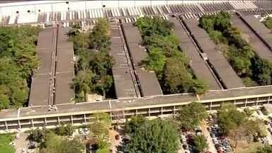 Explosão de laboratório no campus da UFRJ deixa três pessoas feridas - A explosão foi no laboratório do maior campus da Universidade Federal do Rio de Janeiro e deixou três pessoas feridas, entre elas, uma estudante grávida. Segundo a assessoria da universidade, a explosão foi causado pela reação de produtos químicos.