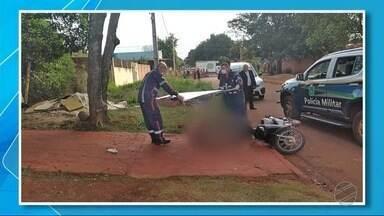 Homem é assassinado no Jardim Piratininga em Dourados - Segundo à polícia, duas pessoas em uma moto se aproximaram da vítima, que também estava da moto, e o garupa fez os disparos que atingiram o homem.
