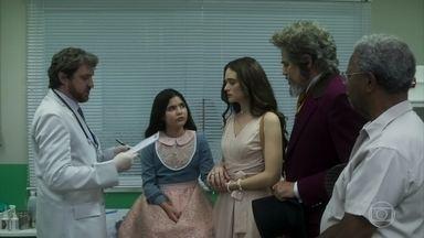 Dom Sabino leva Nico ao medico - Dom Sabino acha estranho o tratamento feito pelo medico