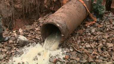 Sanepar admite vazamento de esgoto em ribeirão que forma o Lago Norte em Londrina - No início da semana peixes apareceram mortos no local.
