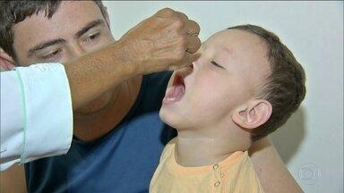 Vacinação contra sarampo e pólio está abaixo do esperado, diz Saúde - Apenas 40% das crianças, com idade entre 1 e cinco anos, foram vacinadas até agora. A baixa adesão é preocupante, especialmente depois da volta de casos de sarampo no país.