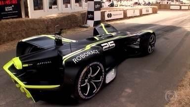 Carro robô participa de competição de autônomos - Conheça o Roborace, que estava no festival Goodwood.