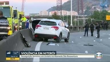 Confronto entre policiais e bandidos deixa mortos em Niterói - Durante a troca de tiros, 6 bandidos morreram. O carro com marcas de tiros está no local sendo periciado.