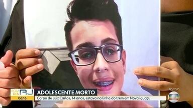 Adolescente encontrado morto em Nova Iguaçu é enterrado - Corpo de Luiz Carlos de Jesus Carvalho, de 14 anos, foi achado em linha de trem.