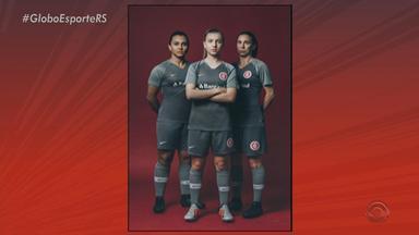 Em tom de cinza, Inter lança terceiro uniforme de jogo - De acordo com a fornecedora de materiais, o novo fardamento é para reforçar a relação do torcedor com a arquibancada.