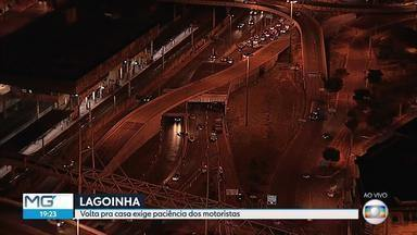 Alça que passa sobre viaduto atingido por carreta, em BH, é liberada - Pista liga Avenida Pedro II com as avenidas Cristiano Machado e Antônio Carlos. As linhas de ônibus 52, 63, 68 e 5550 voltaram com o itinerário normal.