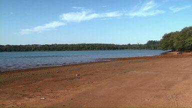 Estiagem em Foz do Iguaçu provoca diminuição no reservatório de água - Nos últimos meses choveu pouco. Houve queda na produção de energia em Itaipu.
