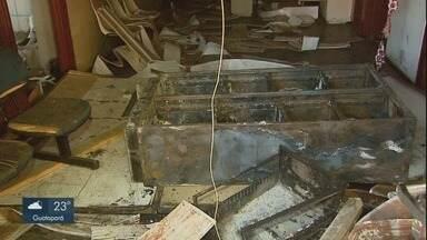 Tentativa de furto termina em incêndio e destrói parte de escola em Ribeirão Preto - Alunos tiveram aulas suspensas por conta dos danos à estrutura do prédio