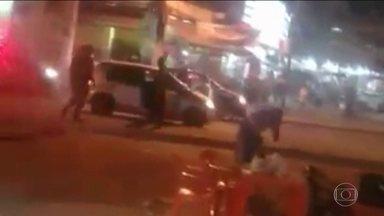 Baleada em blitz da PM na Baixada Fluminense tem morte cerebral - Costureira e o marido foram confundidos com criminosos. O marido diz que obedeceu à ordem de parar. Mas PM afirma que o casal não parou e quase atropelou um policial.