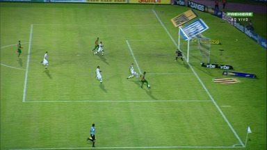 Aos 2 minutos, Bruno avança sozinho pela direita e cruza em jogada do Sampaio - Bruno avança sozinho pela direita e cruza. Zaga tenta afastar, mas por pouco bola não sobra para o ataque do Sampaio.