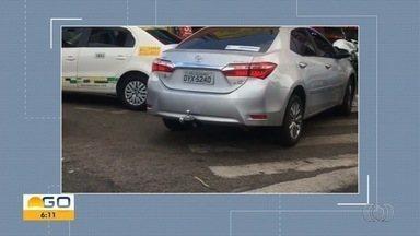 Motorista é flagrado obstruindo faixa de pedestres em Goiânia - Flagrante foi enviado pelo aplicativo Quero Ver na TV.
