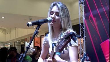 Maraia Takai faz show em Suzano - Ela se apresentou no shopping da cidade. Cantora participa do The Voice Brasil.