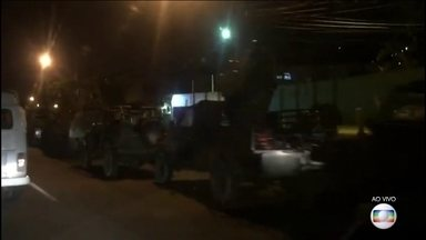 Forças Armadas fazem operação em comunidades da Zona Norte do Rio - O dia começa, mais uma vez, com o Exército nas ruas do Rio.