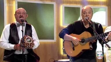 Toquinho e Demônios da Garoa cantam 'Regra Três' - Cantor e grupo se unem para uma turnê pelo país