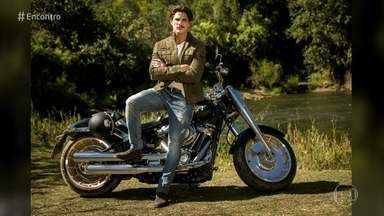 Rômulo Arantes Neto fala sobre personagem aventureiro na nova novela das seis - Ator vai interpretar motociclista em 'Espelho da Vida'