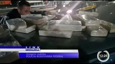 Dupla é presa com mais de 40 quilos de drogas na Fernão Dias em Vargem - Flagrante foi na noite de terça (21).