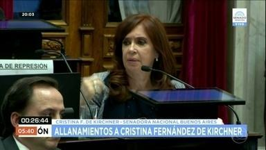 Senado argentino autoriza operações de busca e apreensão em imóveis de Cristina Kirchner - O debate começou no início da tarde com a presença de Cristina Kirchner e da maioria dos senadores. O pedido de busca e apreensão foi feito pela justiça, que investiga denúncias de corrupção contra a senadora. Cristina tem foro privilegiado.