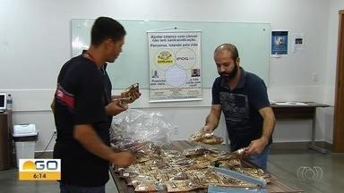 Estudantes de instituto de Goiânia doam alimentos nutritivos para necessitados - Ação faz parte de projeto que quer combater a fome.