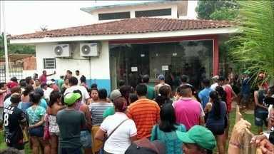 Invasão à delegacia no Amazonas deixa 1 morto e 11 feridos - De acordo com a Secretaria de Segurança Pública do Amazonas, a confusão começou depois da transferência de um casal de traficantes de drogas, suspeitos de executar um rival. A invasão foi comandada por parentes e comparsas dos envolvidos no caso.