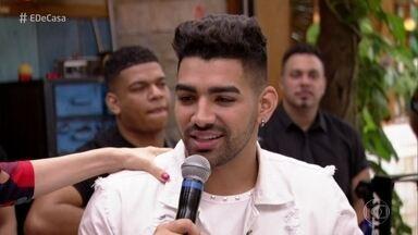 Dilsinho conta como foi o começo da carreira - Ele fala da importância da família e canta 'Trovão'