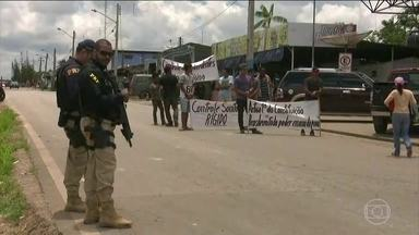 Moradores de Pacaraima (RR) pedem fechamento de fronteira do Brasil com a Venezuela - Moradores de Pacaraima fizeram um protesto pedindo o fechamento da fronteira.