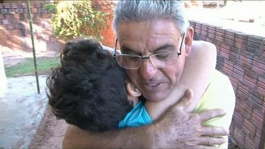 Nove anos depois homem que salvou bebê reencontra menino - A criança tinha 8 meses quando foi sequestrada em uma creche de Tapira.