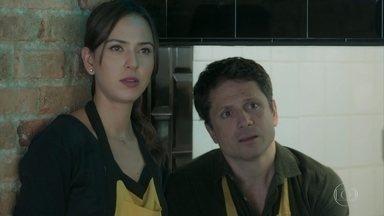 Paulo e Marli tentam esconder de Getúlio que estão juntos - Os dois negam, mas não conseguem disfaçar que estão apaixonados um pelo outro