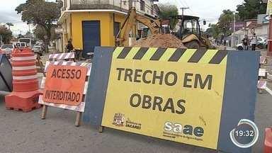 Jacareí tem interdição no Centro - É na rua Barão de Jacareí.
