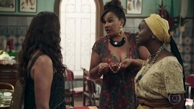 Confusão na pensão de Coronela - Cesária e Monalisa discutem sobre a jóia encontrada