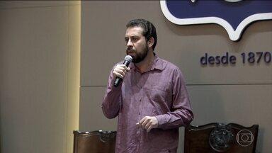 Guilherme Boulos, candidato do Psol, faz campanha em São Paulo - Jornal Nacional mostra como foram as atividades de campanha de candidatos à presidência nesta segunda (27)