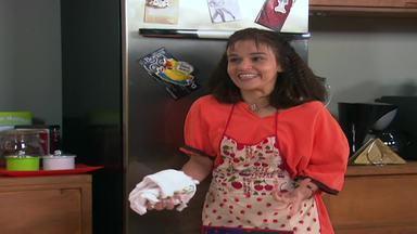 É Fria, Marinete! - Marinete ganha uma geladeira da patroa. Mas a dona da casa estava bêbada quando deu o presente, que ameaça chamar a polícia se Marinete não devolver.