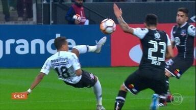 Corinthians vence o Colo-Colo, mas é eliminado da Libertadores - Partida terminou em 2 a 1.