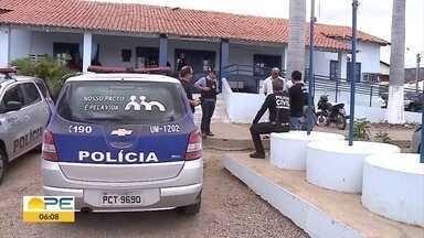 Oito pessoas são presas em operação de combate ao abuso sexual de crianças e adolescentes - A ação da polícia aconteceu em Santa Cruz da Baixa Verde, no Sertão de Pernambuco