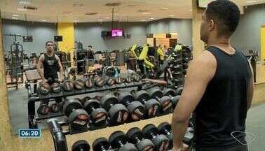 Pesquisa aponta que quem faz exercício físico diminui risco de ter câncer - Veja explicação da oncologista Sabina Aleixo.