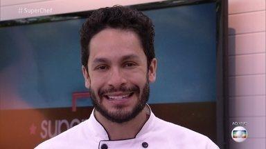 Rainer Cadete defende sua participação no 'Super Chef Celebridades' - Participante pede os votos do público para continuar no reality