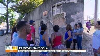 O RJ Móvel dessa quinta-feira foi em Parada de Lucas - Pais de alunos querem a reforma do muro, da quadra e da horta da Escola Municipal Heitor Beltrão.