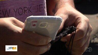 Vendedor paga R$ 250 por celular, mas recebe pedaço de gesso, em Goiânia - Rapaz disse que ainda tentou procurar o golpista, mas não conseguiu localiza-lo. Ele explicou ainda que não desconfiou do valor abaixo do mercado.