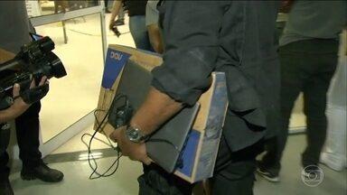 Polícia Civil do Rio prende dez suspeitos de pedofilia na Baixada Fluminense - Eles tinham fotos e vídeos com pornografia infantil.