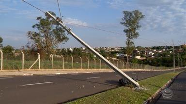 Presidente Prudente registra três acidentes na manhã deste sábado - Um motociclista ficou ferido após bater em um poste.