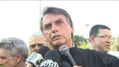 Jair Bolsonaro não teve compromissos de campanha na manhã deste sábado (1) - Jair Bolsonaro (PSL) foi recebido por apoiadores e participou de uma carreata pelas principais avenidas de Porto Velho. O candidato também discursou em um carro de som.