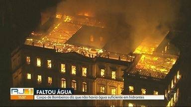 Corpo de Bombeiros confirma que faltou água para combater incêndio no Museu Nacional - Em menos de duas horas, o fogo consumiu o Museu Nacional. Não havia água suficiente nos hidrantes para o combate às chamas.