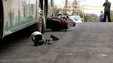 Motociclista morre vítima de acidente de trânsito em Dracena - Homem de 30 anos bateu na traseira de um ônibus que estava estacionado na Rua Recife.